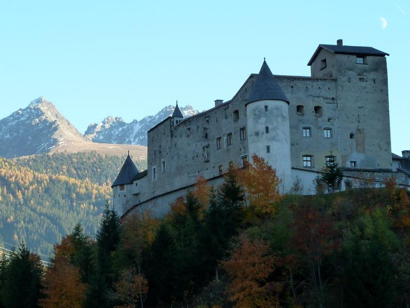 Schloss Nauders 800